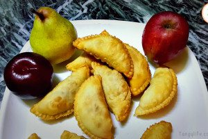 mixed fruit gujiya apple pear plum - tangylife